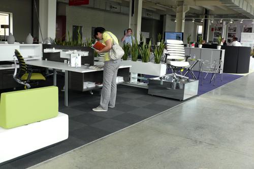 Актуальные тенденции, офисная мебель. Стенд компании TG Office Furniture Limited
