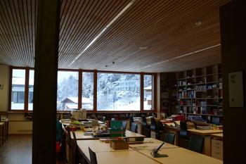Средняя школа, пассивный дом. Дизайн интерьера. Пригород Инсбрука.