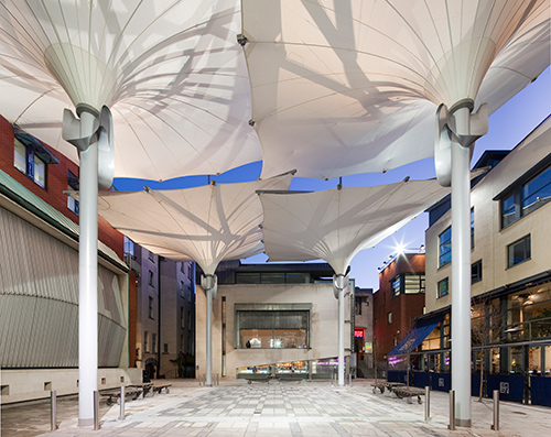 Общественная площадь под 4 зонтами в Дублине. Проект Шона Харрингтона