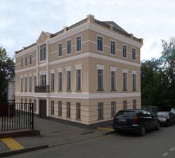 Решение фасада. Надстроен мансардный этаж